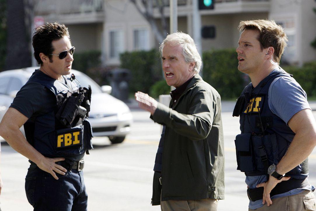Don (Rob Morrow, l.) und sein Team bearbeitet eine Reihe von Banküberfällen, für die der ehemalige FBI-Ermittler Bloom (Henry Winkler, M.) als Haupt... - Bildquelle: Paramount Network Television