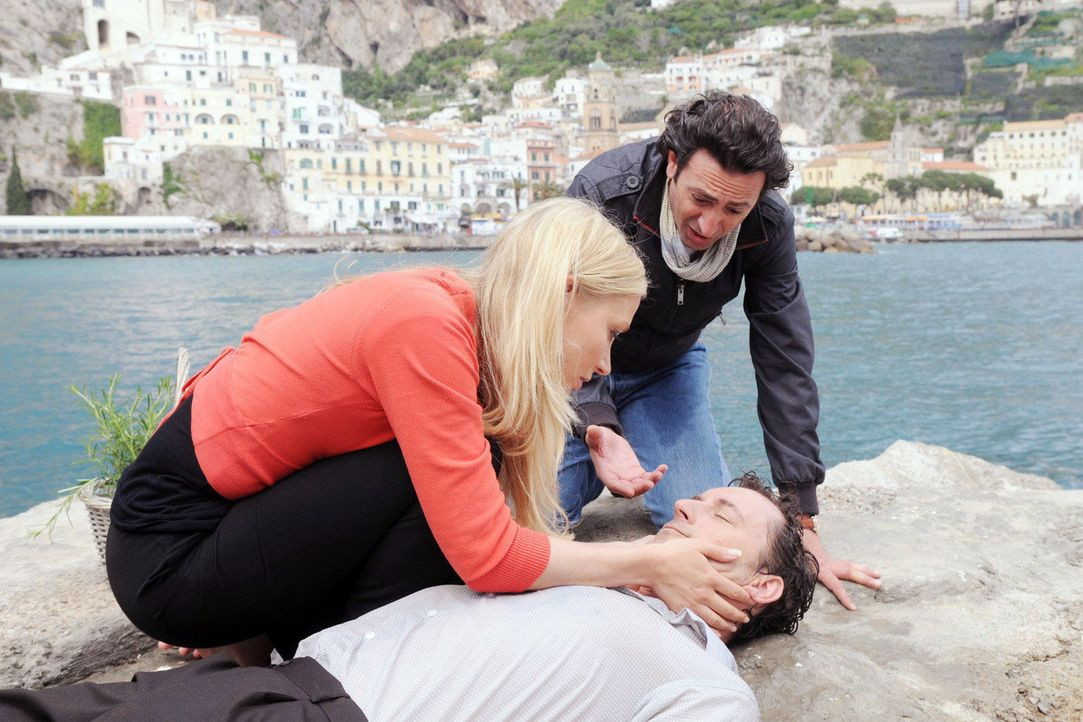 Francesco (Claudio Caiolo, r.) und Regina (Janine Kunze, l.) sorgen sich um Marcello (Heikko Deutschmann, vorne liegend), der gerade noch vor dem Er... - Bildquelle: Aki Pfeiffer Sat.1