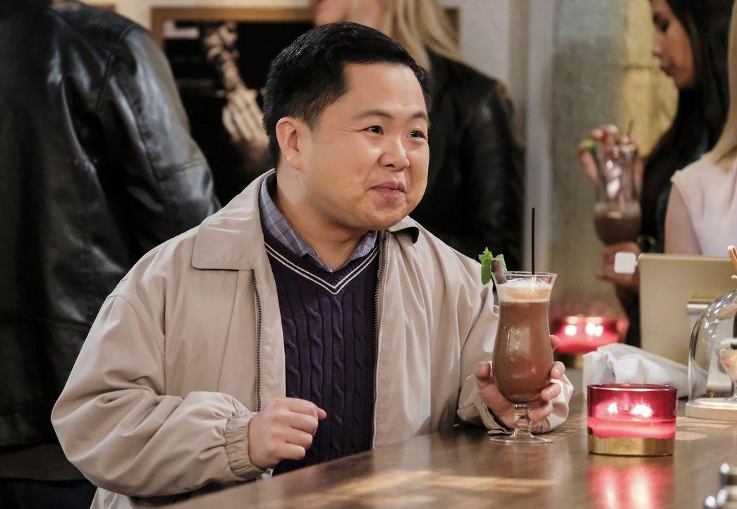 Wird plötzlich abhängig von dem Kakaodrinkpulver des neuen Barkeepers in der Dessert-Bar: Han (Matthew Moy) ... - Bildquelle: Warner Bros. Television