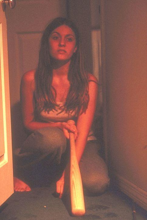 Als die verkommenen Gangster ihre kleine Schwester entdecken, wird Lori Beth (Stephanie Jones) klar, dass die Zeit für Versteckspiele vorbei ist ... - Bildquelle: New City Releasing