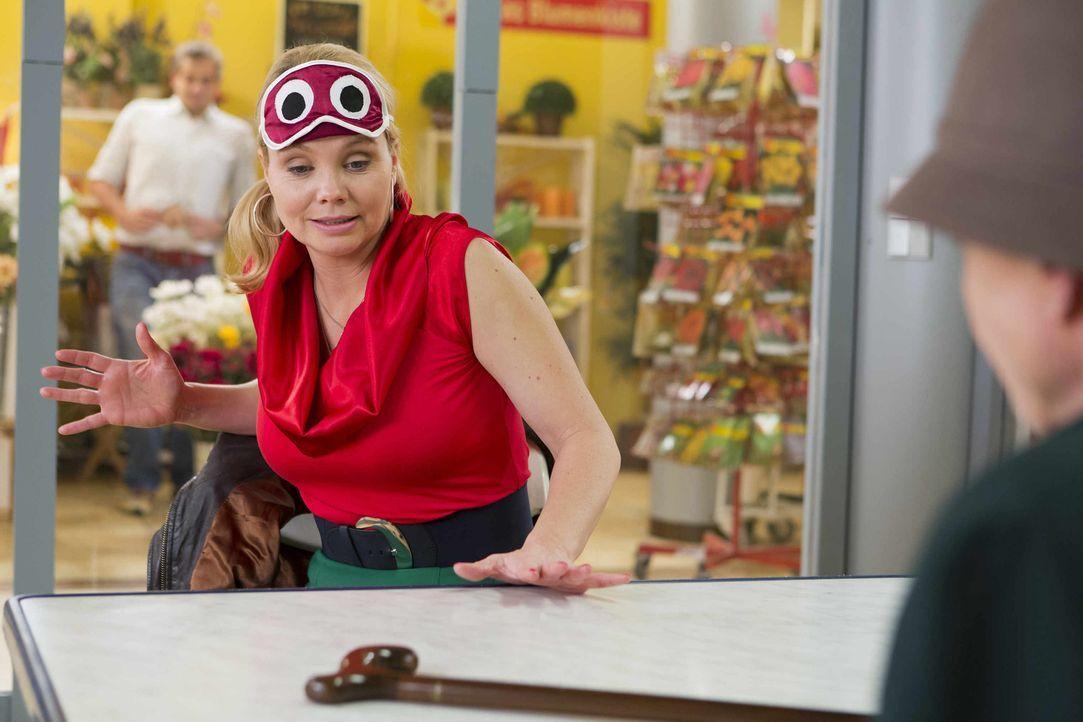 Ein neuer Mandant wartet auf Danni (Annette Frier) ... - Bildquelle: Frank Dicks SAT.1