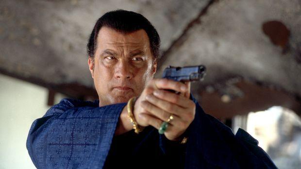Es entbrennt ein Kampf auf Leben und Tod: Ex-CIA-Agent Jake Hopper (Steven Se...