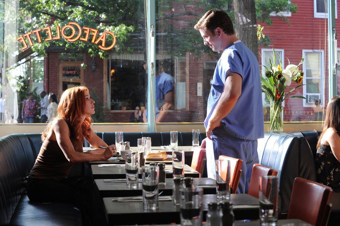 Tom (Chad Lindsey, r.) findet Gefallen an Carrie (Poppy Montgomery, l.). Doch wird sie ihm eine Chance geben, sie kennen zu lernen? - Bildquelle: Sony Pictures Television Inc. All Rights Reserved.