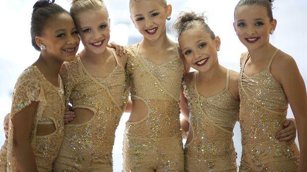 Die Tanzsaison erreicht ihren Höhepunkt, als Nia (l.), Paige (2.v.l.), Chloe...