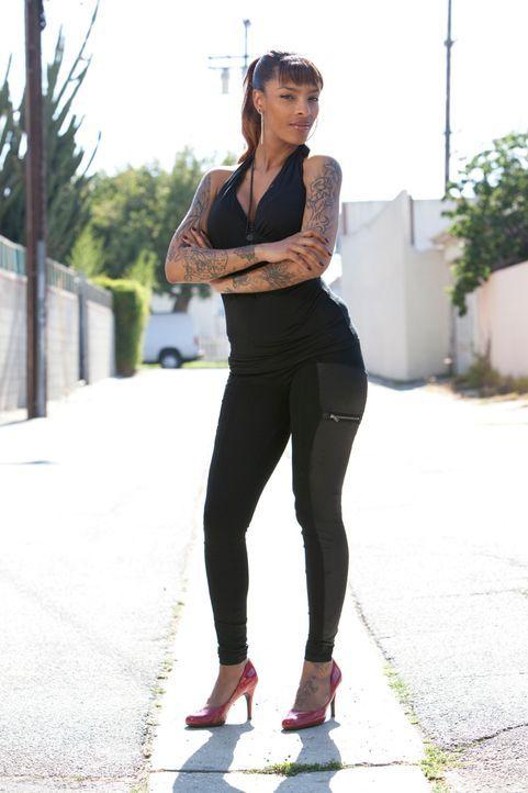 """Jasmine Rodriguez befreit in """"Tattoo Nightmares"""" seine unglücklichen Kunden von ihren Tattoo-Sünden und versucht zu retten, was noch zu retten ist... - Bildquelle: 2012 Spike Cable Networks Inc. All Rights Reserved."""