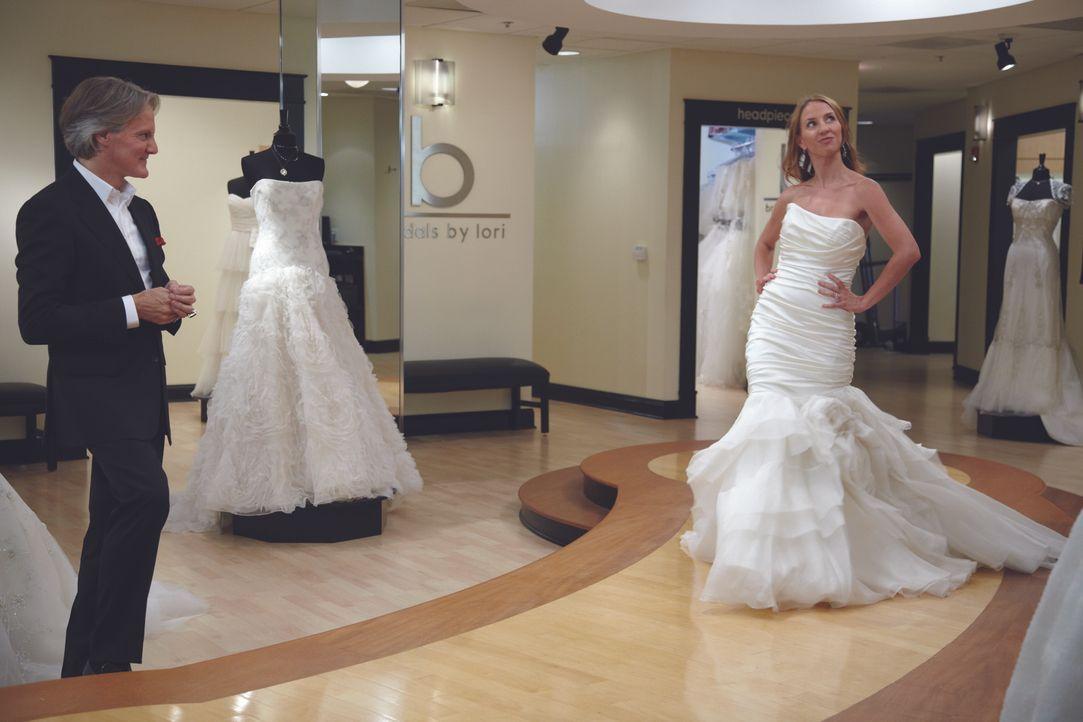 (1. Staffel) - Monte Durham (l.) hilft seinen Kundinnen bei der Auswahl des perfekten Hochzeitskleides ... - Bildquelle: TLC & Discovery Communications