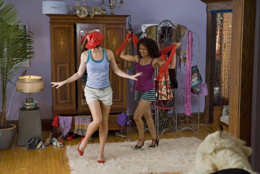 In Dana (Tessa Thompson, r.) findet Lauryn (Mary Elizabeth Winstead, l.) eine gute Freundin ... - Bildquelle: Rebecca Sandulak Kinowelt GmbH