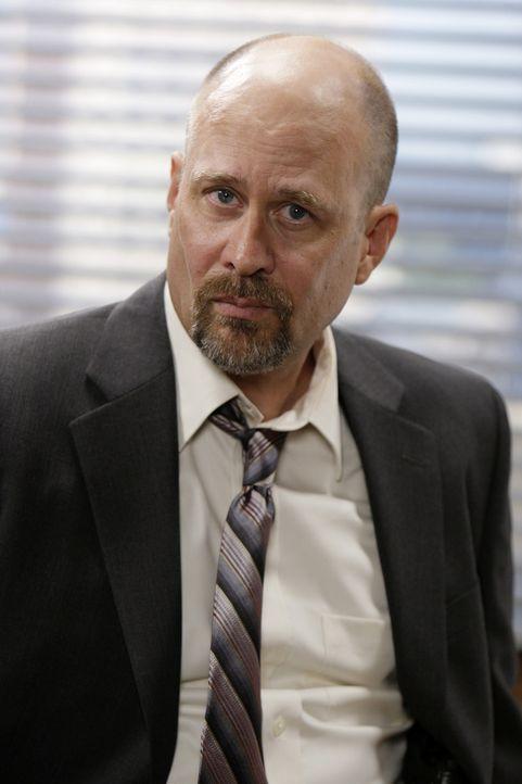 Bosco (Terry Kinney) übernimmt den für Patrick wichtigen Red John-Fall und gibt ihm klar zu verstehen, wie wenig er ihn schätzt. Außerdem geht e... - Bildquelle: Warner Bros. Television