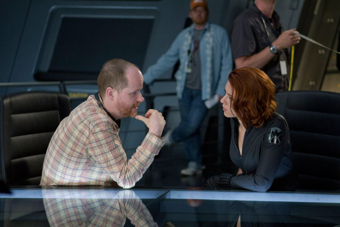 the-avengers-set-008-2011-mvlffllc-tm-2011-marveljpg 2000 x 1333 - Bildquelle: 2011 MVLFFLLC TM & 2011 Marvel