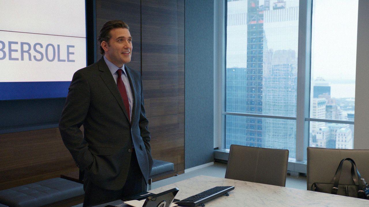Was hat Jim Fowkes (Craig Bierko), der Leiter der Investmentabteilung mit dem Tod von Geschäftsführer Peter Talbott zu tun? - Bildquelle: CBS Television