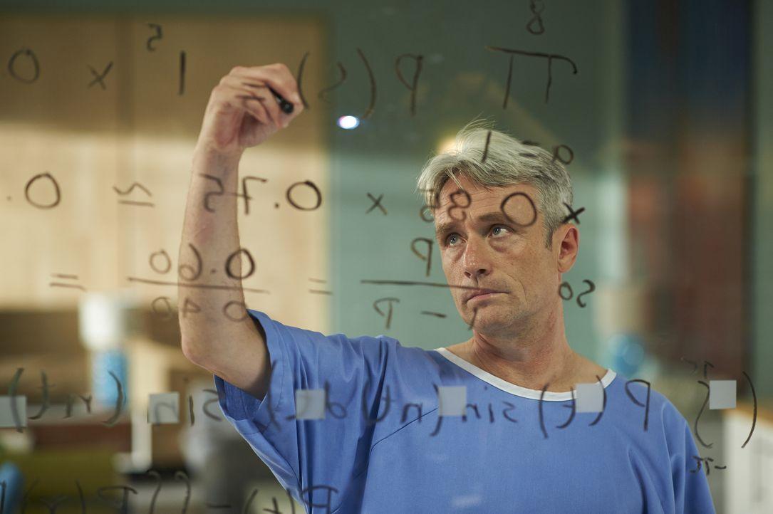Während Ian Taft (David Storch) schlafwandelt erschafft er komplizierte mathematische Gleichungen ... - Bildquelle: 2013  Hope Zee Two Inc.