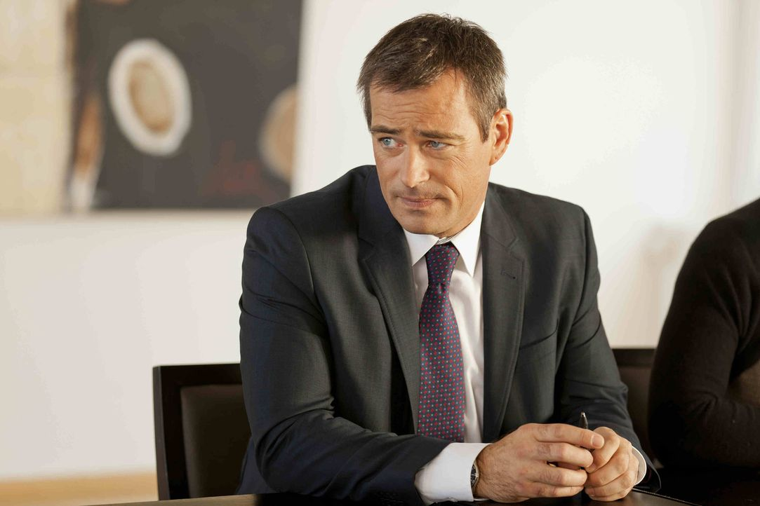 Wegen einem neuen Fall an dem Danni arbeitet, bekommt sie Ärger mit Oliver Schmidt (Jan Sosniok) ... - Bildquelle: Frank Dicks SAT.1