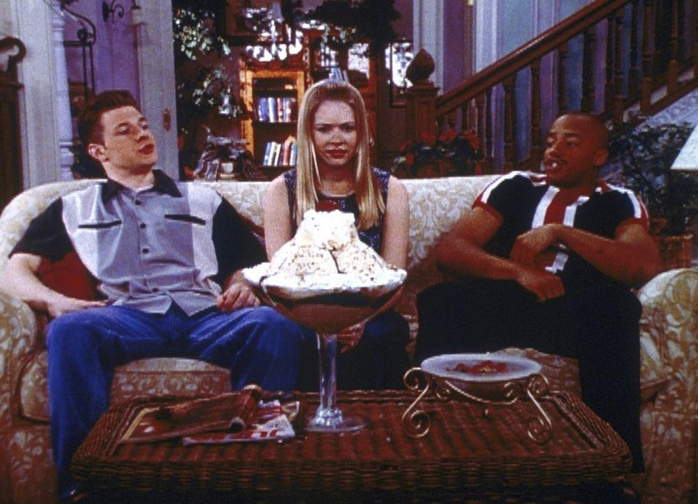Harvey (Nate Richert, l.) und Dashiell (Donald Faison, r.) verlangen von Sabrina (Melissa Joan Hart, M.), dass sie sich zwischen ihnen beiden entsch... - Bildquelle: Paramount Pictures