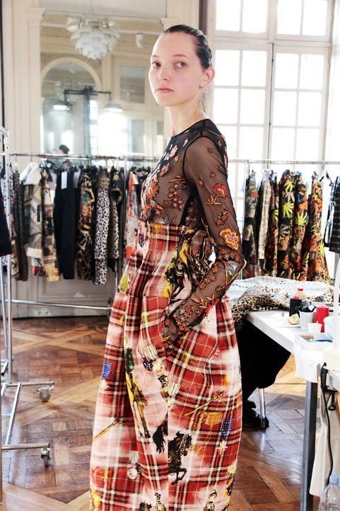 GNTM-Stf10-Epi14-Fashion-Week-Paris-127-Ajsa-ProSieben-Kristin-Hesse - Bildquelle: ProSieben/Kristin Hesse