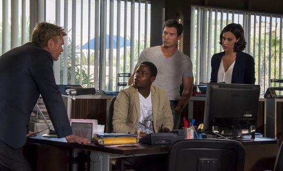 Crime Scene Riviera - Geben ihr Bestes, um den Mord an einem entflohenen Gefä...