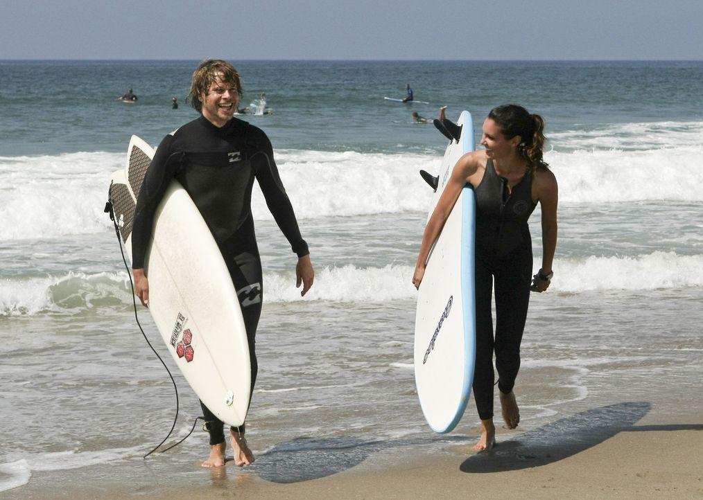 Undercover im Einsatz: Deeks (Eric Christian Olsen, l.) und Kensi (Daniela Ruah, r.) ... - Bildquelle: CBS Studios Inc. All Rights Reserved.