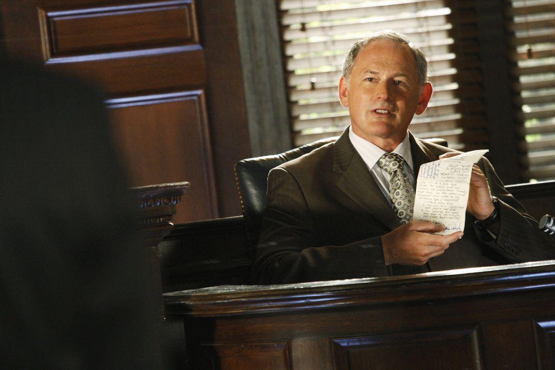 Weiß, dass er durch Elis Anklage seine Firma verlieren könnte: Jordan (Victor Garber) ... - Bildquelle: Disney - ABC International Television