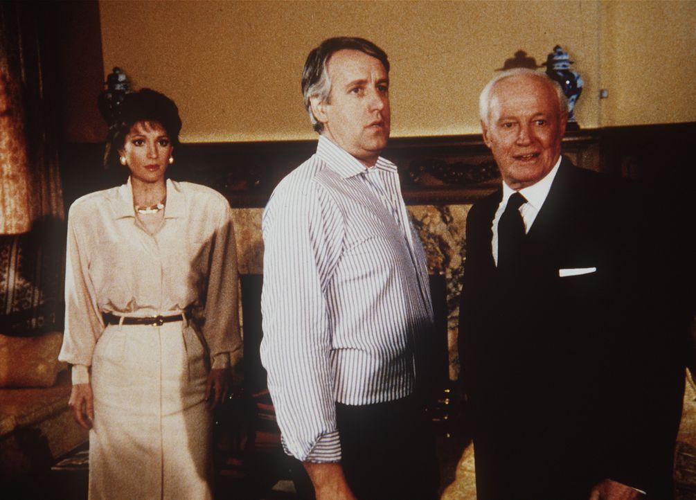 Präsidentenfreund McMasters (William Prince, r.), sein Sohn (Dennis Howard, M.) und seine Schwiegertochter Felicia (Nana Visitor, l.) haben viel Gel...