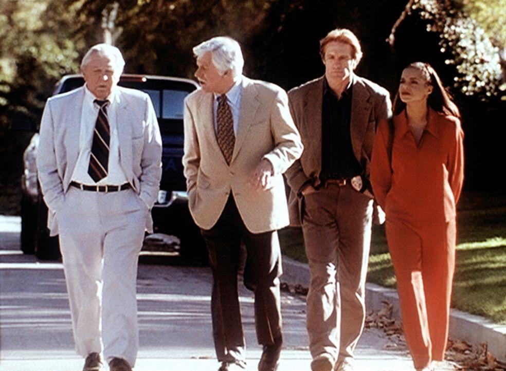 (v.l.n.r.) Matlock (Andy Griffith), Mark Sloan (Dick Van Dyke), Steve (Barry Van Dyke) und Amanda (Victoria Rowell) wollen beweisen, dass Jesse fäls... - Bildquelle: Viacom