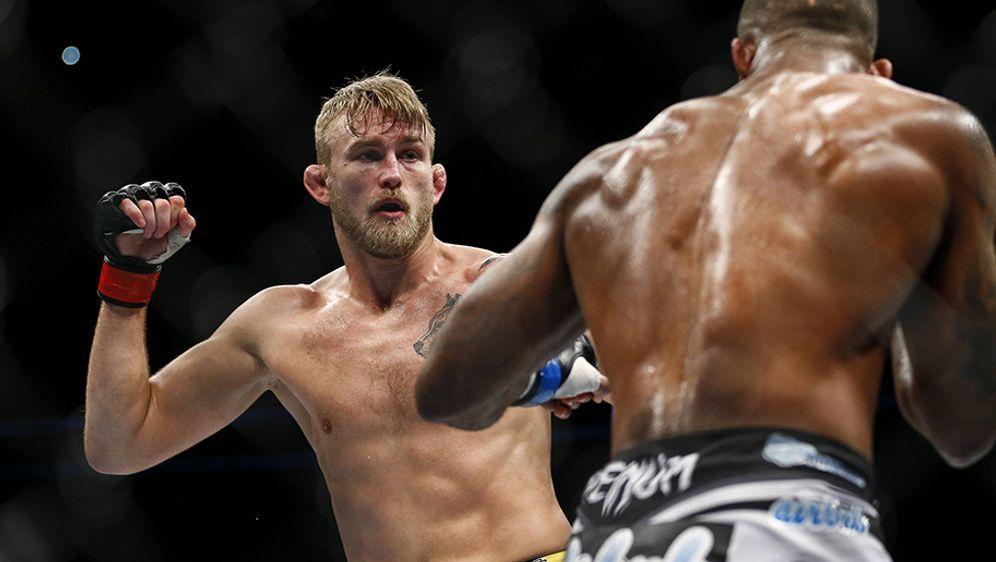 Alexander Gustafsson (li.) bereit sich auf seine Rückkehr bei UFC 232 vor - Bildquelle: Imago