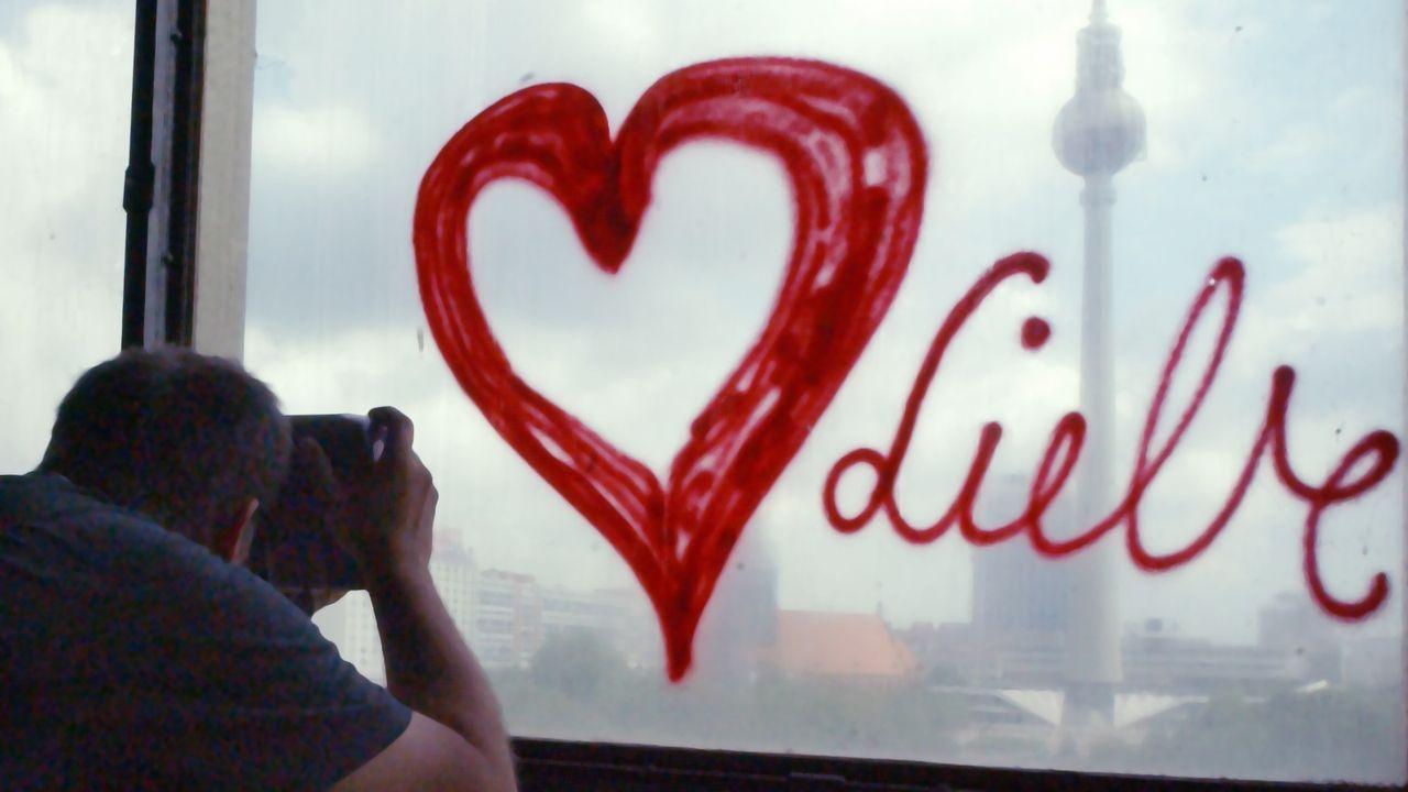 valentinstag-rotes-herz-graffiti-03-07-02-dpa