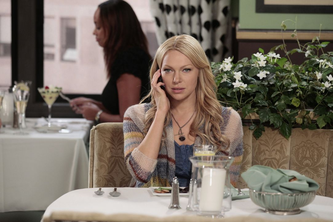 Findet Gefallen an Chefkoch Robert: Chelsea (Laura Prepon) ... - Bildquelle: Warner Bros. Television