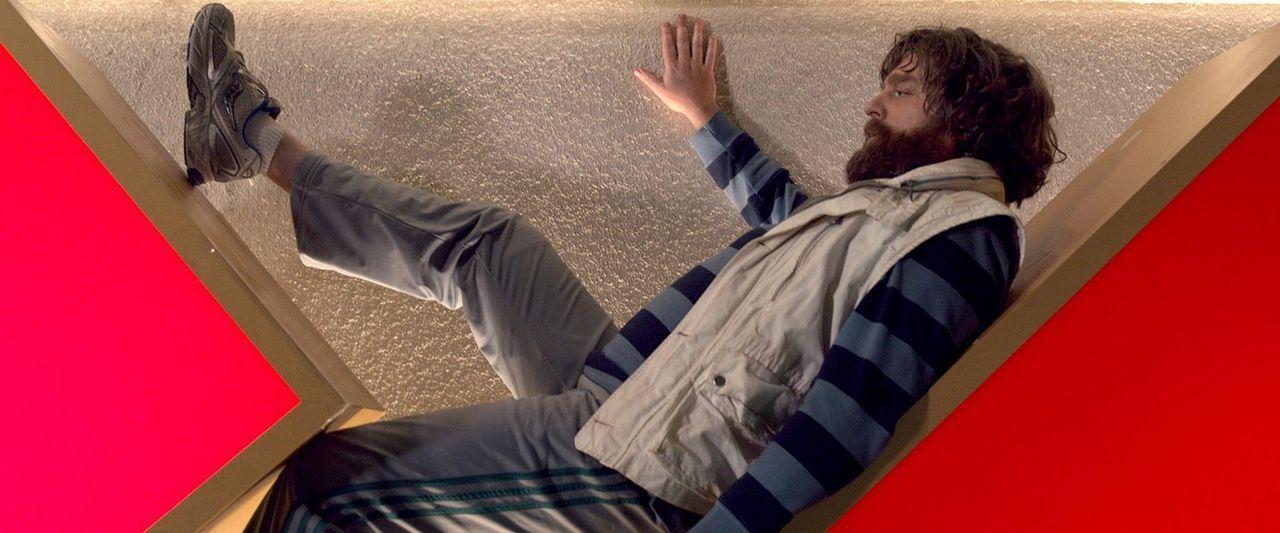 Seit dem Tod seines Vaters pfeift Alan (Zach Galifianakis) auf seine regelmäßige Dosis Medikamente und lässt seinen Impulsen freien Lauf. Für seine... - Bildquelle: 2013 Warner Brothers