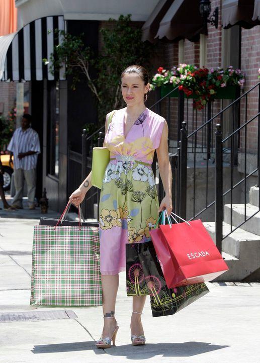 Genießt ihr Leben in neuer Freiheit: Phoebe (Alyssa Milano) ... - Bildquelle: Paramount Pictures