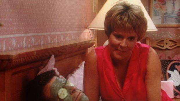 Marcy (Amanda Bearse, r.) nimmt keine Rücksicht auf Jeffersons (Ted McGinley,...