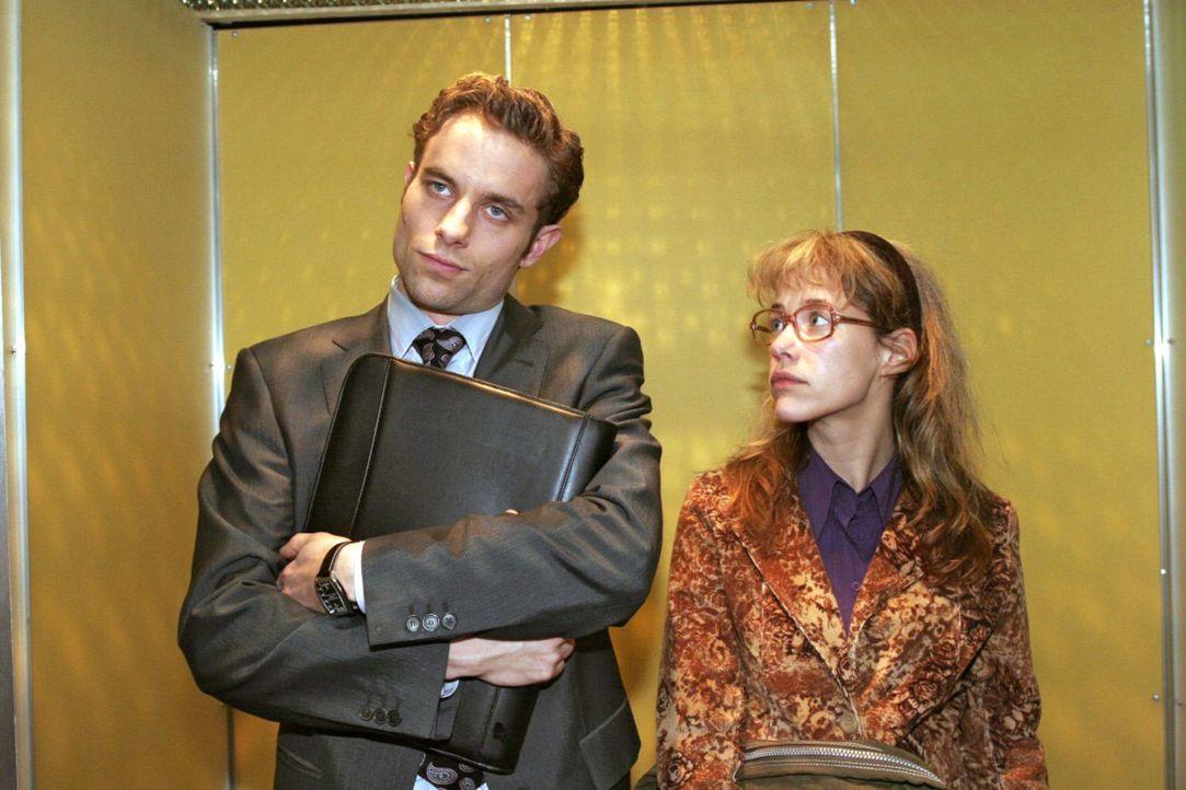 Lisa (Alexandra Neldel, r.) versucht mit Max (Alexander Sternberg, l.) Frieden zu schließen. Doch der macht ihr unmissverständlich klar, dass er an... - Bildquelle: Monika Schürle Sat.1