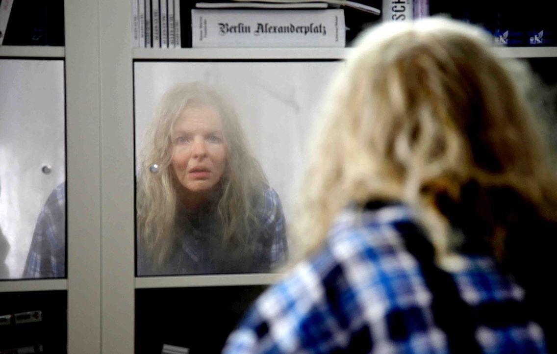 Über Nacht mutiert die attraktive, ehrgeizige Designerin Melanie (Yvonne Catterfeld) in eine alte Greisin. Und dies direkt vor der größten Chance ih... - Bildquelle: Dominik Hatt SAT.1