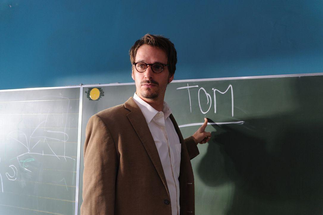 Notgedrungen landet der Vollblutmusiker Tom (Max von Thun) als Musiklehrer an einer Förderschule. Und obwohl er mit seinen behinderten Schützlingen... - Bildquelle: Hardy Spitz SAT.1
