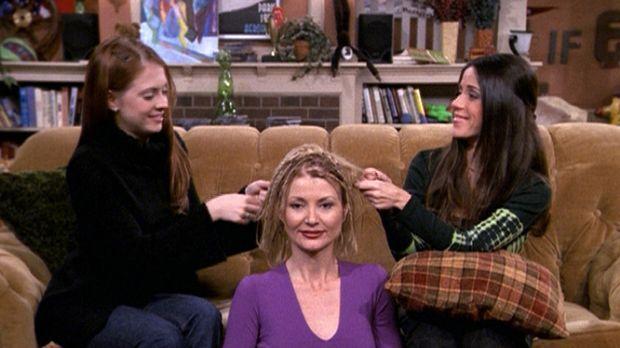 Zelda (Beth Broderick, M.) wohnt für einige Tage in Sabrinas WG, wo sie sich...