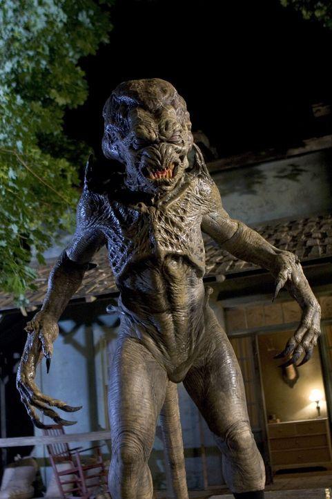 Voller Zorn über den Verlust seiner Schwester sucht Ricky im Wald eine Hexe auf, die für ihn das Monster Pumpkinhead heraufbeschwört. Dieses erh - Bildquelle: 2006 Pueblo Film Distribution Limited. All Rights Reserved.