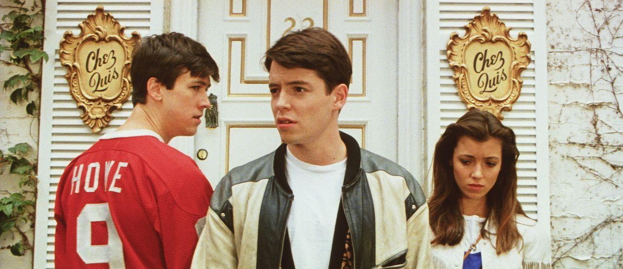 Der notorische Schulschwänzer Ferris (Matthew Broderick, M.) kann seine Freundin Sloane (Mia Sara, r.) und seinen besten Freund Cameron (Alan Ruck,... - Bildquelle: Paramount Pictures