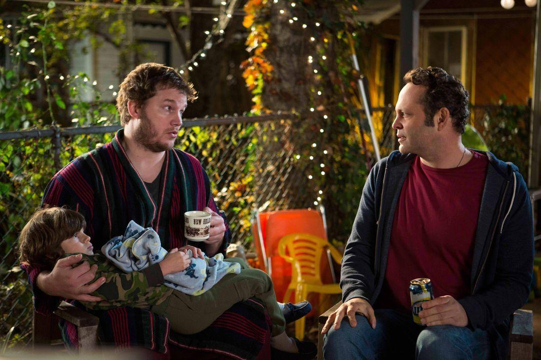 Davids (Vince Vaughn, r.) bester Freund Brett (Chris Pratt, l.) ist sprachlos, als er von seinem vermeintlich kinderlosen Freund erfährt, dass desse... - Bildquelle: DreamWorks II Distribution Co., LLC. All Rights Reserved.