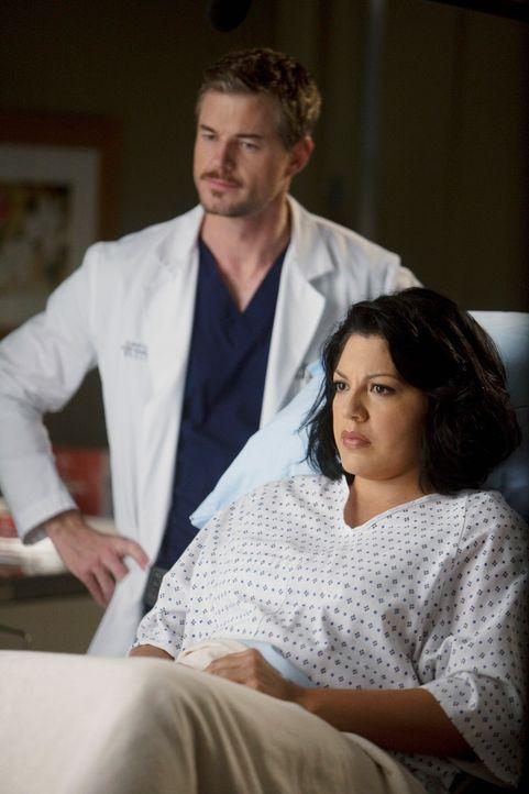 Callie (Sara Ramirez, r.) berichtet Mark (Eric Dane, l.) von ihrer Schwangerschaft. Dieser freut sich darauf, Vater zu werden, bis ihm plötzlich bew... - Bildquelle: ABC Studios