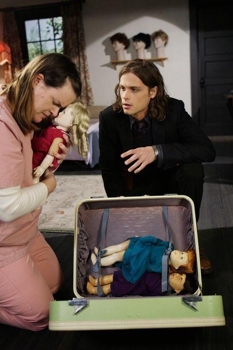 Reid (Matthey Gray Gubler, r.) durchschaut die Zusammenhänge und schafft es, drei entführte Frauen aus Samanthas Haus zu befreien und der psychisch... - Bildquelle: Touchstone Television