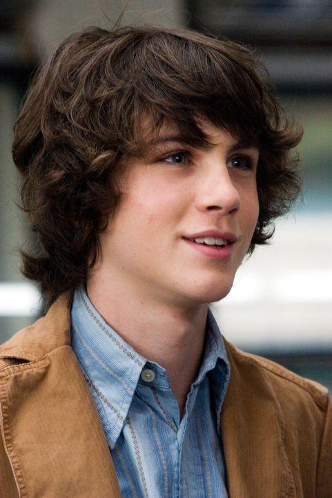 Wird von seinem eigenen Vater in allergrößte Lebensgefahr gebracht: Robin (Logan Lerman) ... - Bildquelle: 2007 Warner Brothers