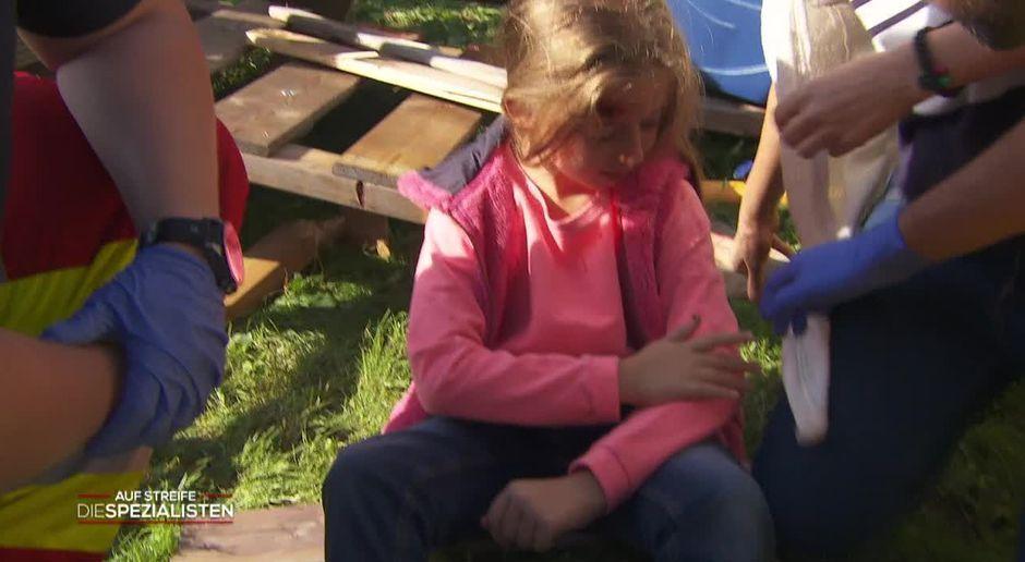 Kind Vom Klettergerüst Auf Bauch Gefallen : Auf streife die spezialisten video manipuliertes klettergerüst