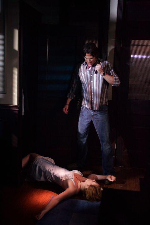 Was ist mit Sherri (Georgia Craig, liegend) passiert? Dean und Sam (Jared Padalecki, r.) versuchen, das Verbrechen zu rekonstruieren ... - Bildquelle: Warner Bros. Television