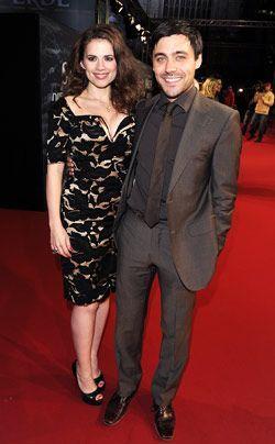 Hayley Atwell und Liam Garrigan auf dem Roten Teppich. - Bildquelle: dpa