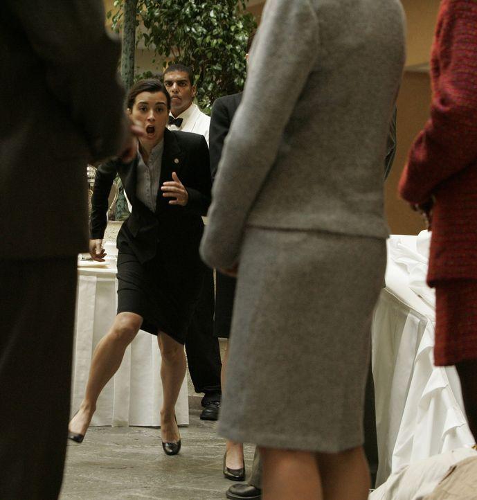 Ist gleich zur Stelle: Ziva (Cote de Pablo) ... - Bildquelle: CBS Television