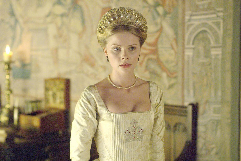 Als Jane Seymour (Anita Briem) an den Hof kommt, schöpft Königin Anne schnell Verdacht, dass Henry Interesse an ihr hat ... - Bildquelle: 2008 TM Productions Limited and PA Tudors II Inc. All Rights Reserved.