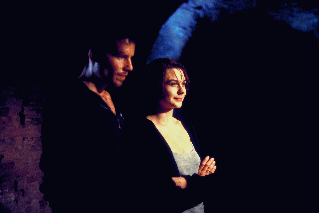 Ein starkes Team: Alex (Tim Bergmann, l.) und Ehefrau Sandra Fechtner (Christiane Paul, r.) ... - Bildquelle: Leslie Haslam ProSieben