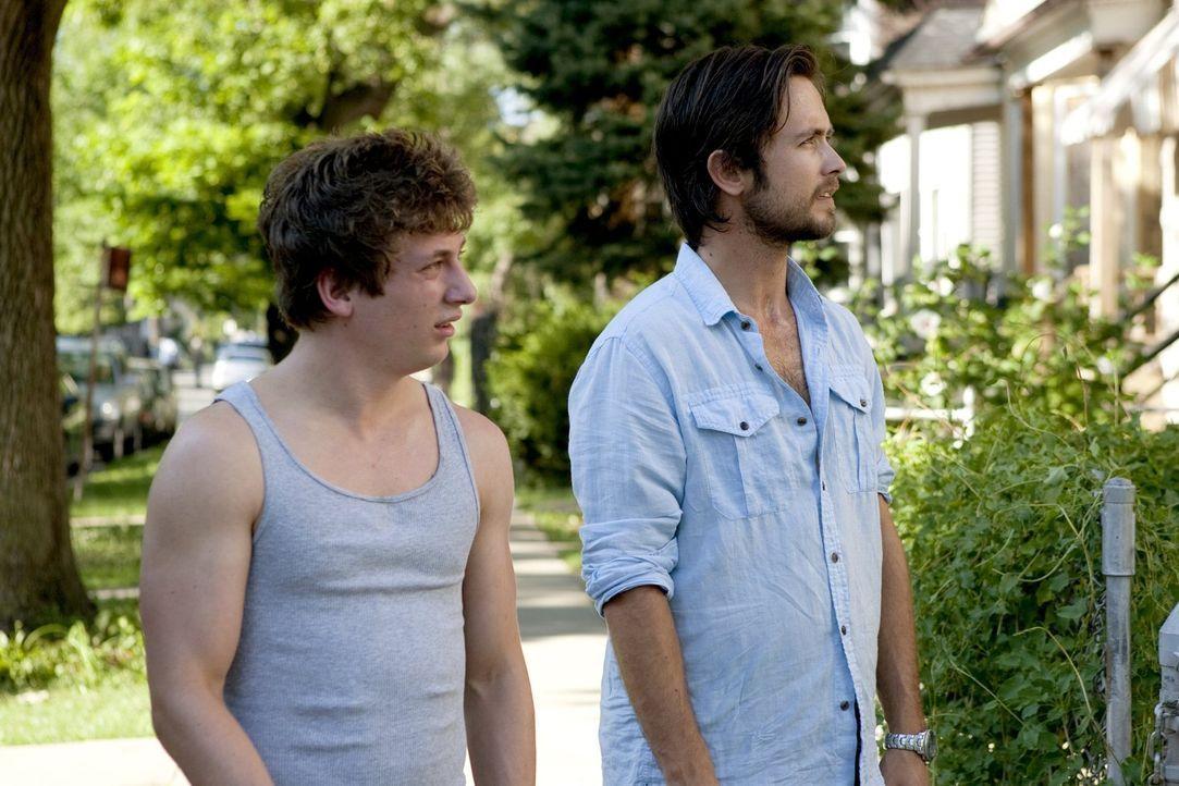 Wenigstens Lip (Jeremy Allen White, l.) scheint sich ernsthaft über Steves (Justin Chatwin, r.) Rückkehr zu freuen. Auch wenn sich die Lebenssituati... - Bildquelle: 2010 Warner Brothers