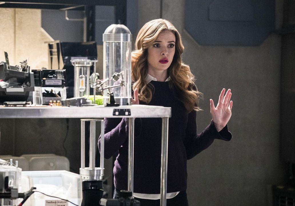 Caitlin (Danielle Panabaker) wird schwer verletzt, während ein zaubernder Mörder in Star City sein Unwesen treibt. Wird das Team mit beiden Bedrohun... - Bildquelle: 2016 Warner Bros.