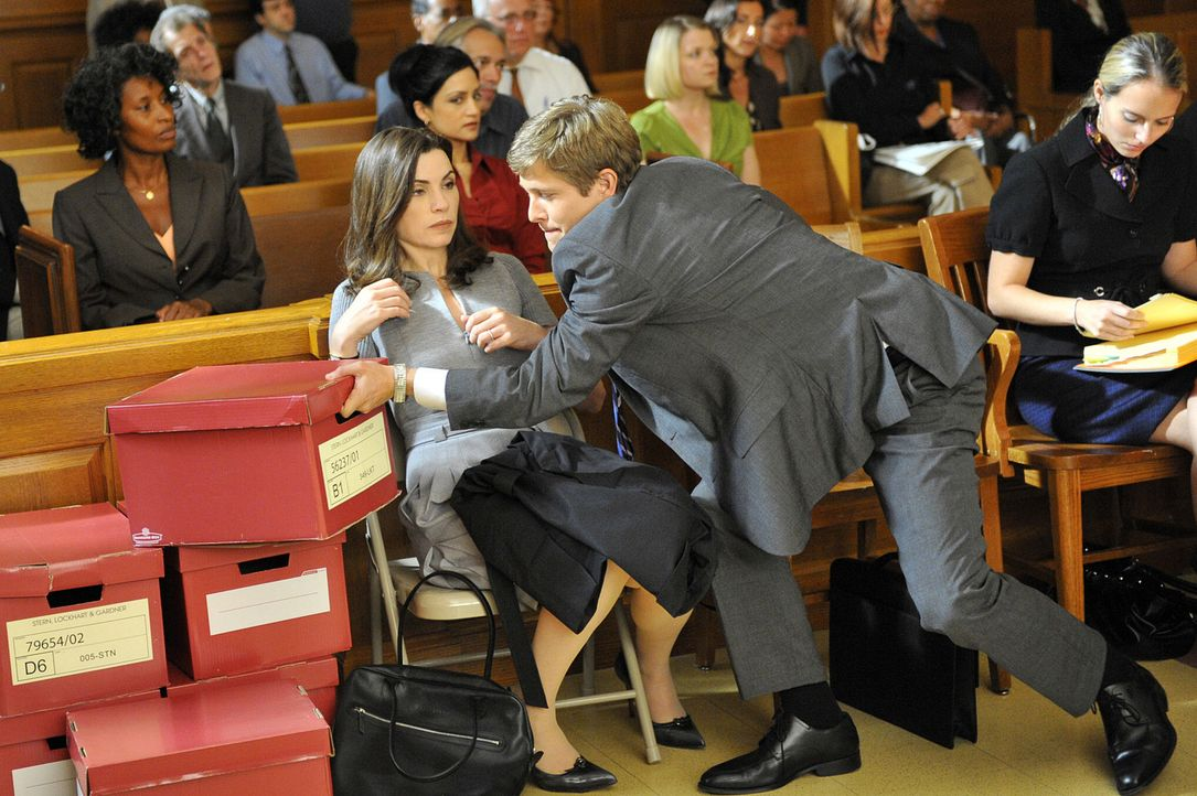 Sind Alicia (Julianna Margulies, l.) und Cary (Matt Czuchry, r.) einer Bestechung auf die Schliche gekommen? - Bildquelle: CBS Studios Inc. All Rights Reserved.
