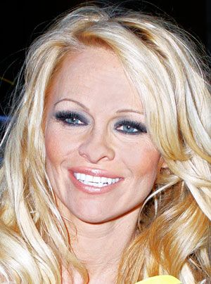 pamela-anderson-11-04-30_300_404_getty-AFP - Bildquelle: getty-AFP