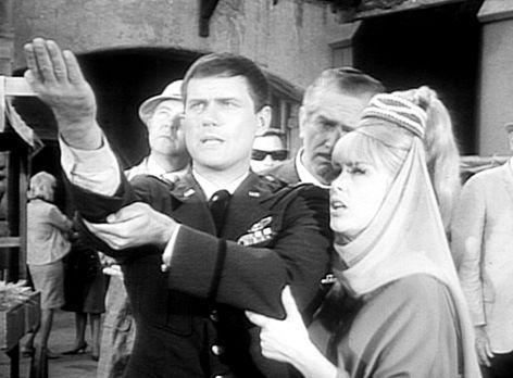 Bezaubernde Jeannie - Tony (Larry Hagman, l.) und Jeannie (Barbara Eden, r.)...